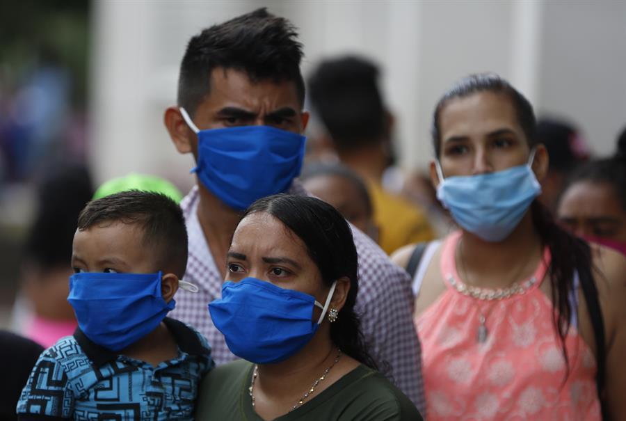 venezolanos con mascaras