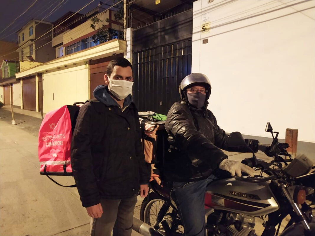 Juan y Jony repartidores en Perú