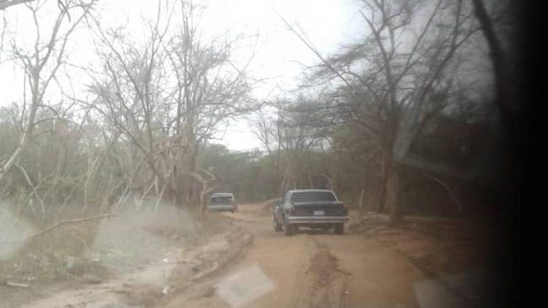En la trocha Maracaibo-Maicao, la carretera está en mal estado. Foto El Heraldo Colombia.