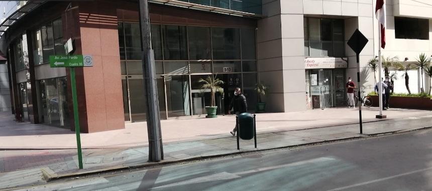 Los clientes no pueden hacer fila delante de las oficinas de Liberty sino en la caminería aledaña