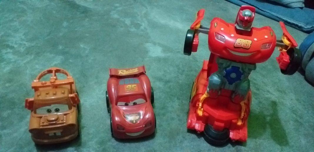 Los juguetes que compró Edgardo Camacho para sus hijos de 6 y 4 años.