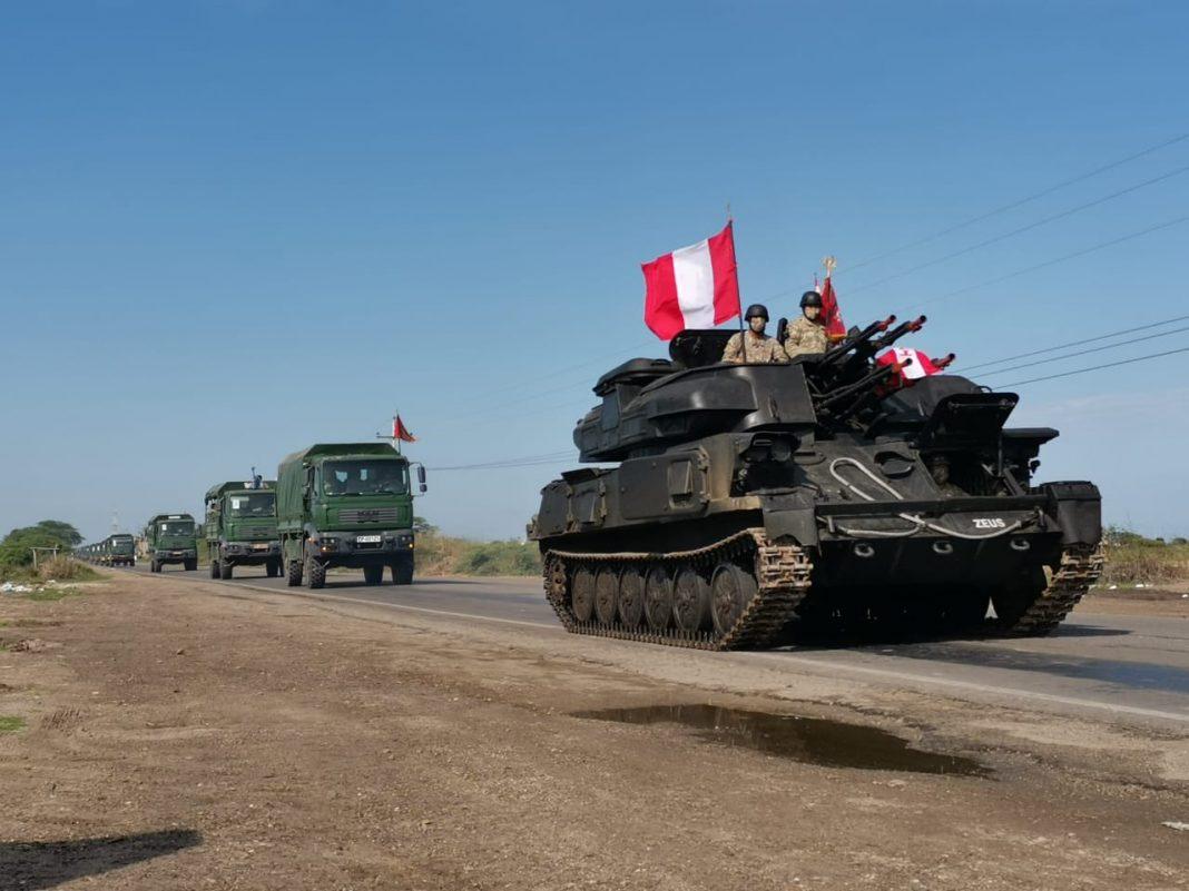 Se movilizaron vehículos de guerra hacia la frontera.